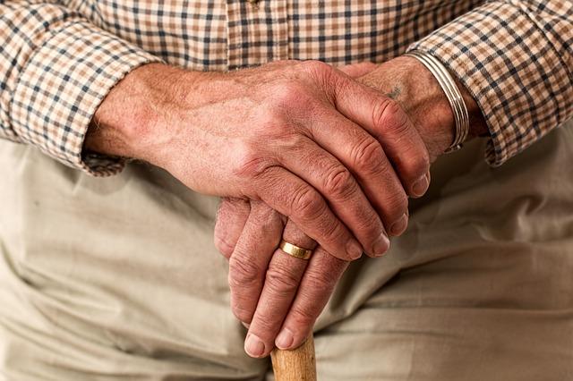 認知症は65歳以上で10%程度が発症!さらに今後も増加が見込まれています