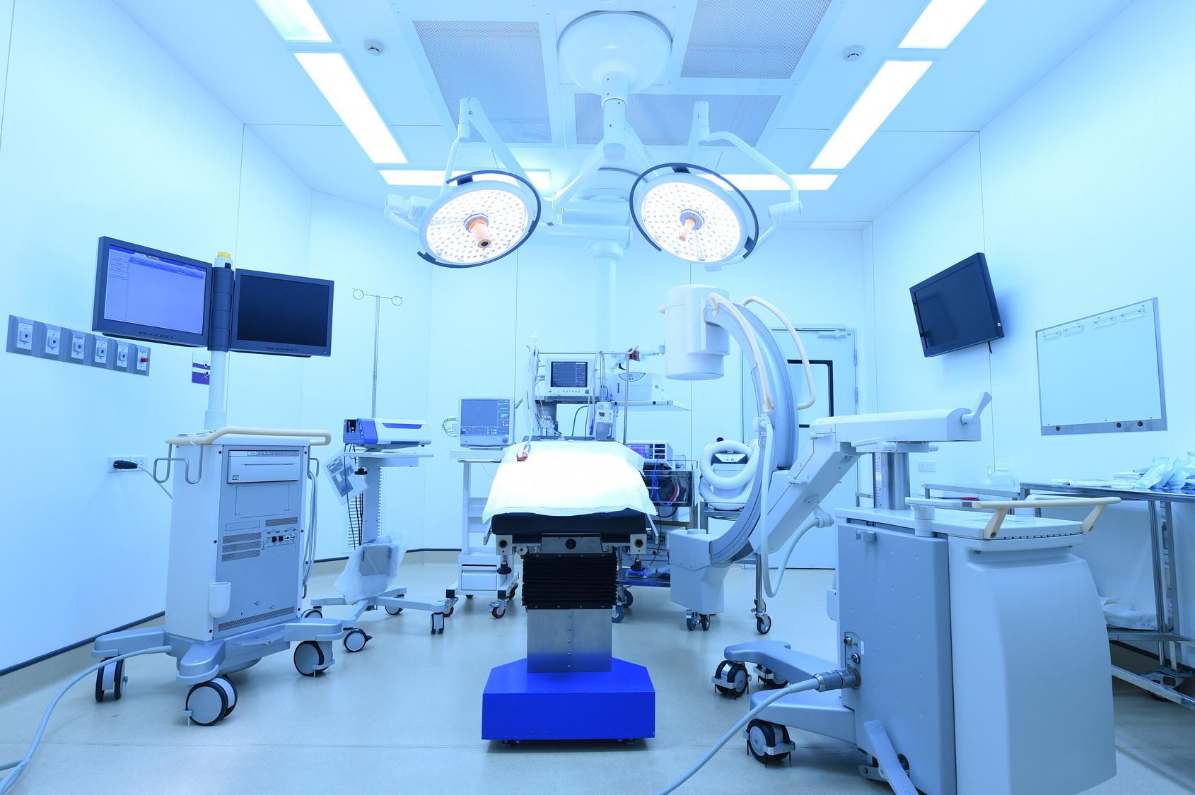 名医は腹部大動脈瘤に対し負担の少ない血管内治療を選択する