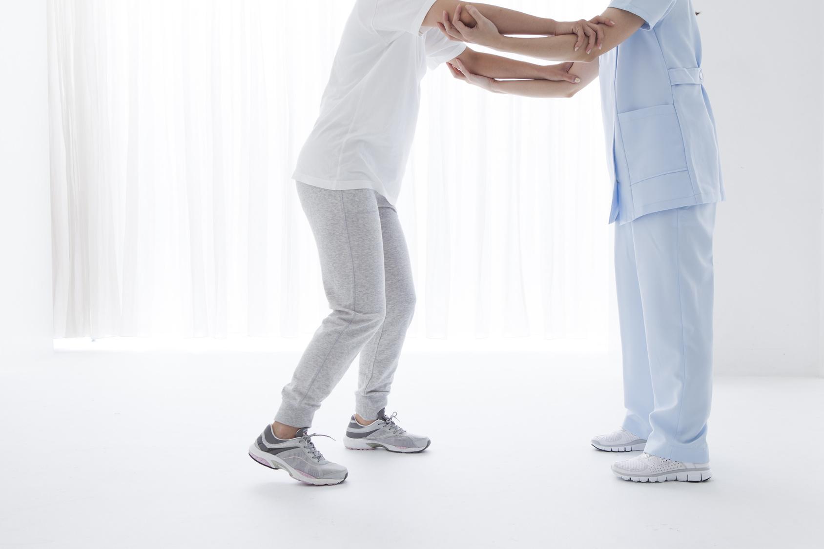 重症筋無力症は免疫療法、対処療法、手術療法を組み合わせて治療します