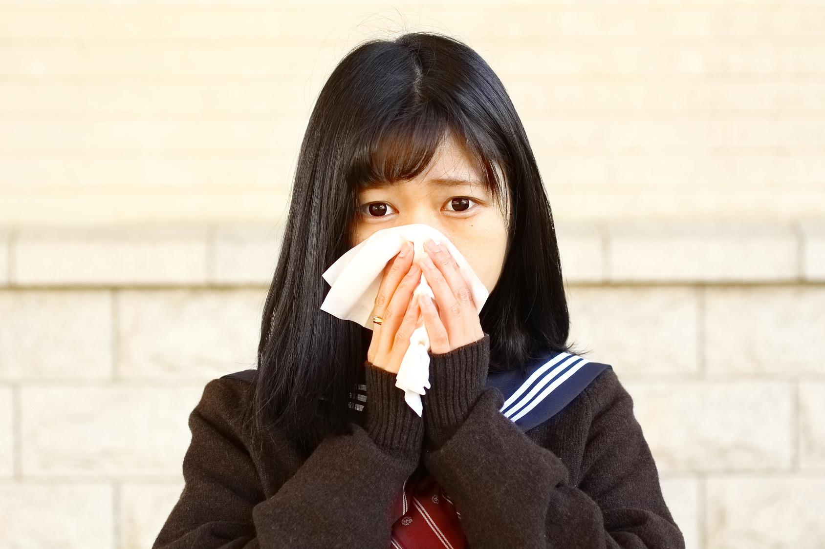 鼻水がたくさん出て治らないのは慢性副鼻腔炎かもしれません