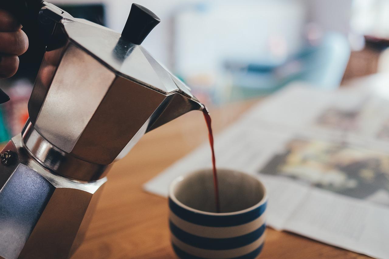 コーヒーを1日4杯以上飲む男性は膵臓がんに注意!