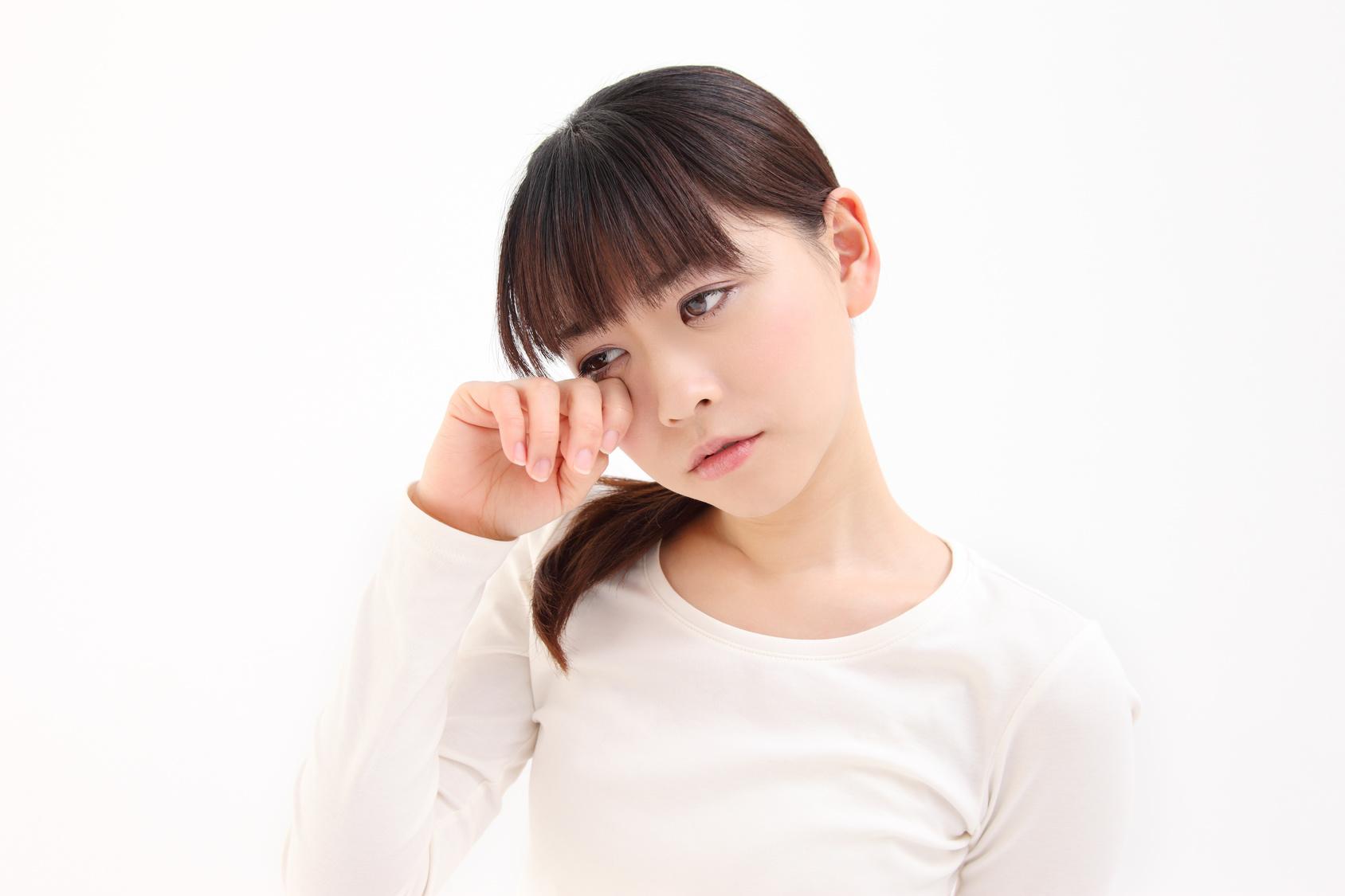 目やにが多いときに考えられる病気は?目薬のさしかたにも注意!