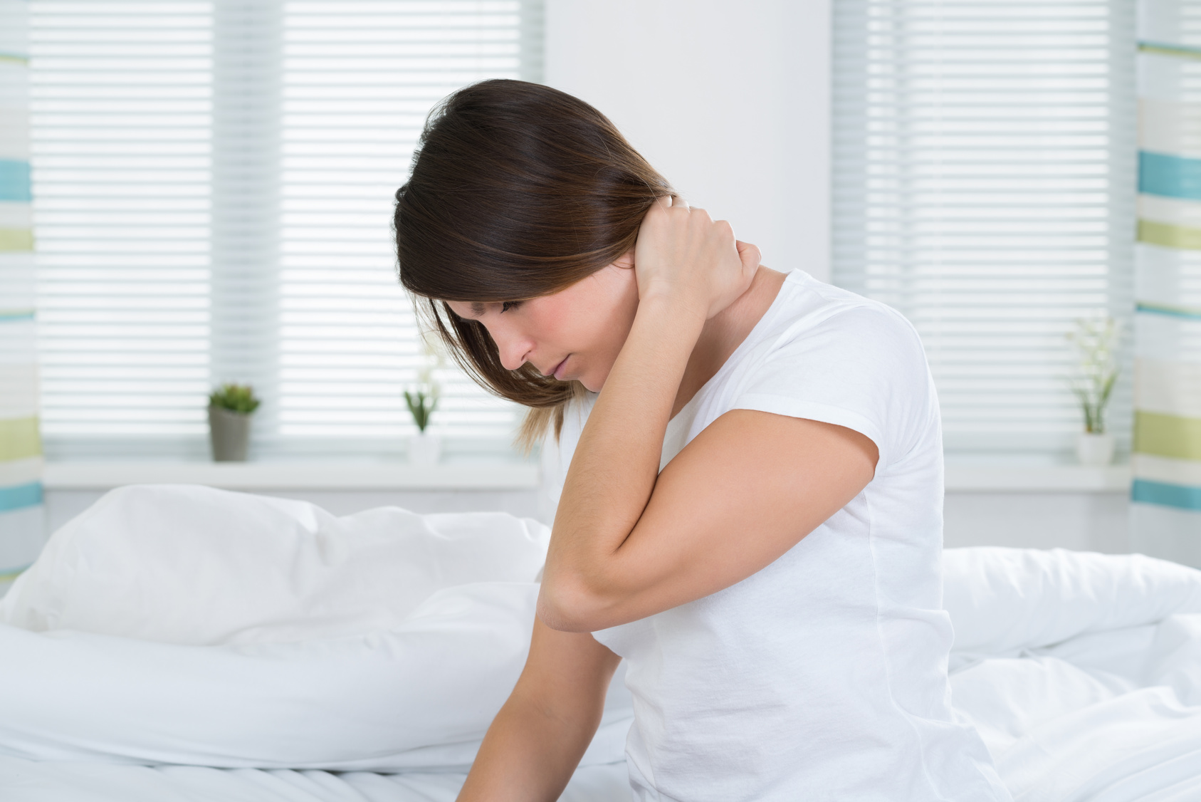 首が痛い!痛みで首が回らないって一体、何が起きた?