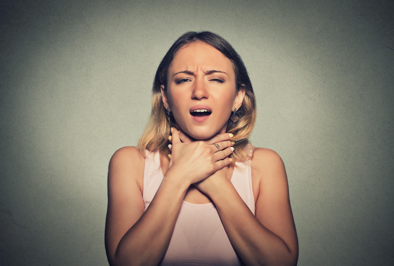 のどが痛い!唾液も飲み込めないほど痛みの原因は?