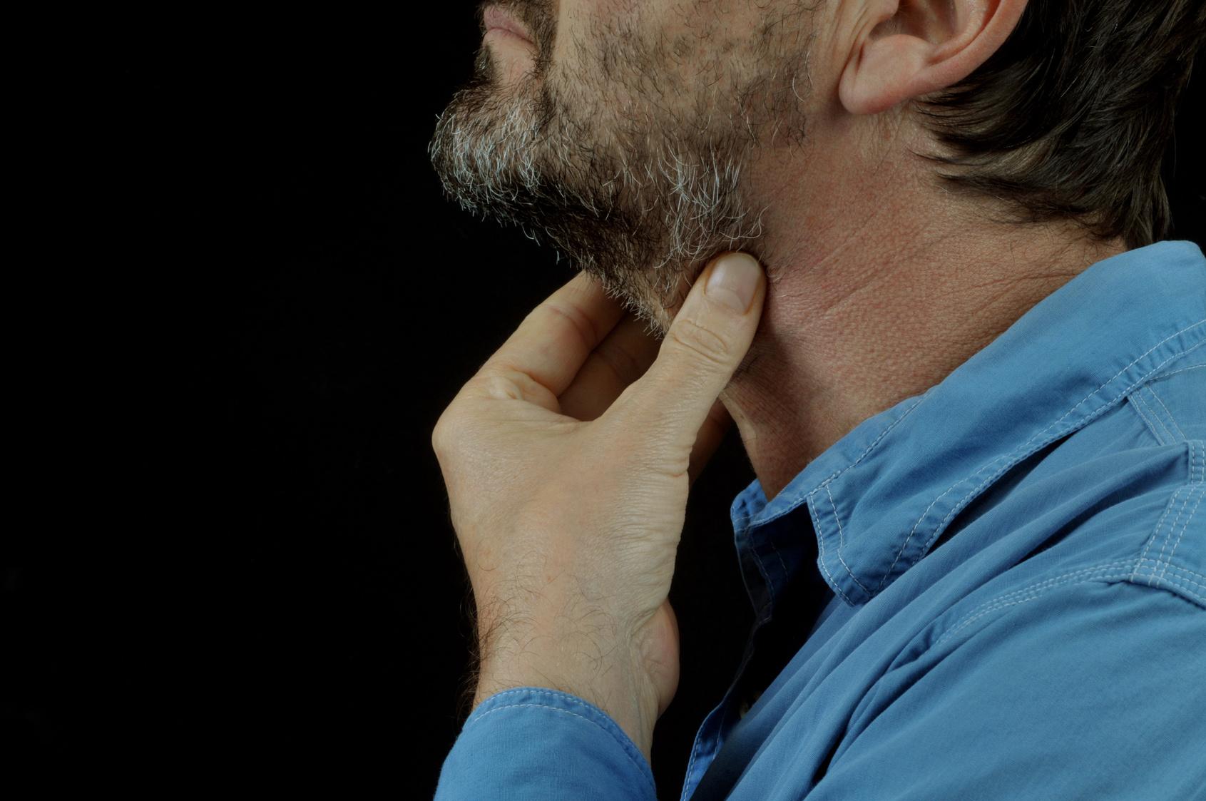 頭頸部がんの生存率は、放射線治療件数が多い施設ほど高くなる!20%もの差が!